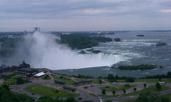 Niagara Falls Marriott on the Falls: Horseshoe falls view from the room