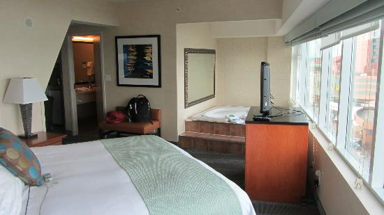 Radisson Hotel & Suites Fallsview: Room