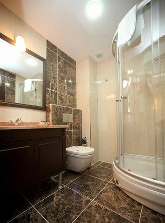 Lalinn Hotel : BATHROOM
