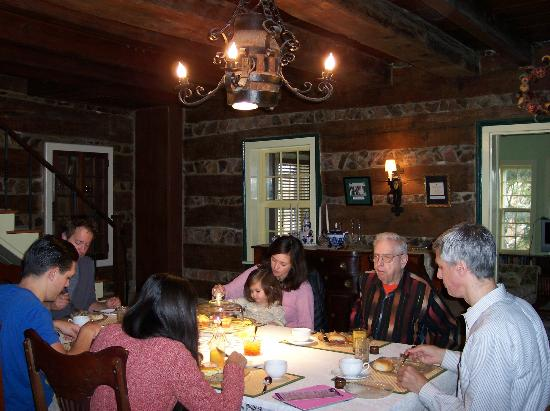 Rosendale Inn Bed and Breakfast: A hungry breakfast crowd