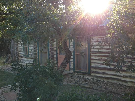 The Homestead Cottages: Sun setting over the cabin