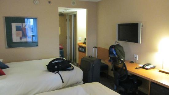 Novotel Ottawa: room