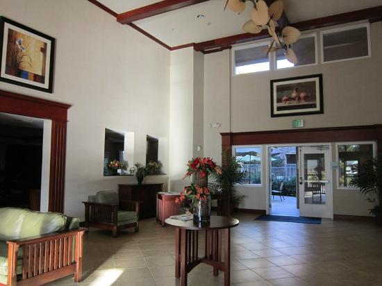 Holiday Inn Express San Dimas: lobby...nice!