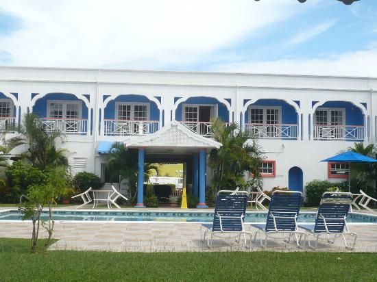 Bay Gardens Inn: Pool side