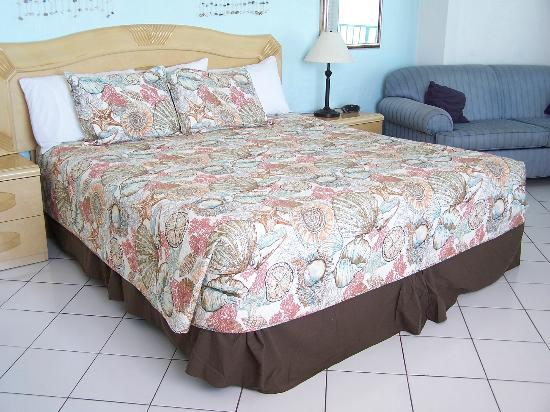 Fountain Beach Resort : Queen sized bedding