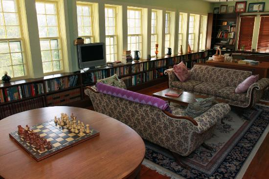 Rosendale Inn Bed and Breakfast: The Library