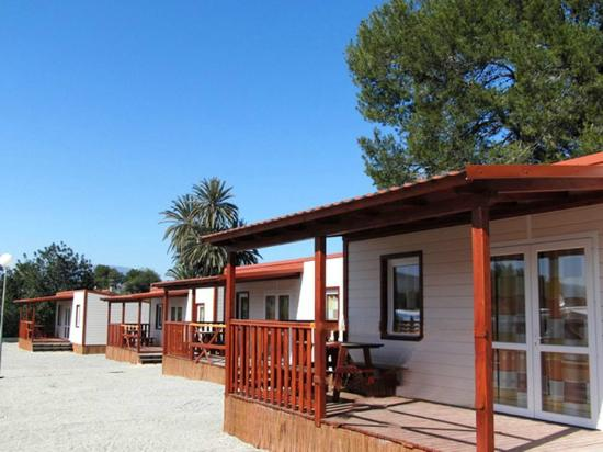 Camping Raco: Outside bungalow