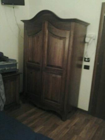 Hotel Primus Roma: armadio camera 110