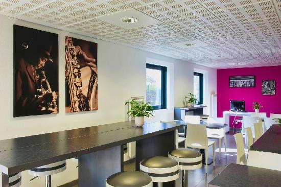Teneo Apparthotel Bordeaux Merignac Aeroport : Salle petit-déjeuner
