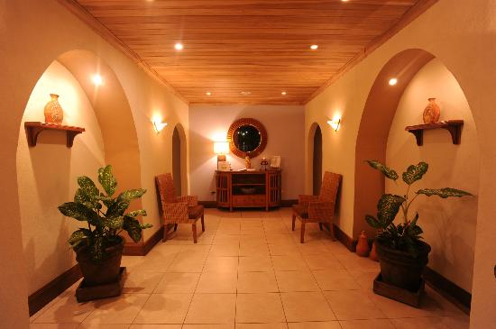 Crocodile Bay Resort: Entrance to the luxury Spa at Crocodile Bay