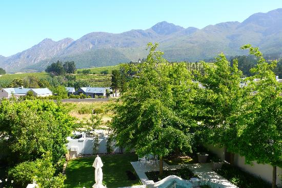 Maison d'Ail Guest House: View towards Franschhoek Mountains from 1st floor sundeck