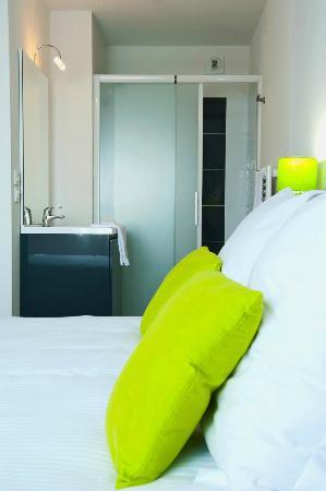 Teneo Apparthotel Bordeaux Merignac Aeroport: Studio et salle de bain