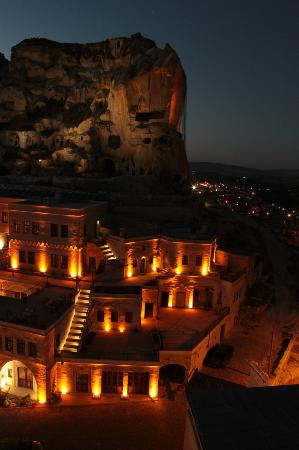 Fresco Cave Suites & Mansions: Fresco at night