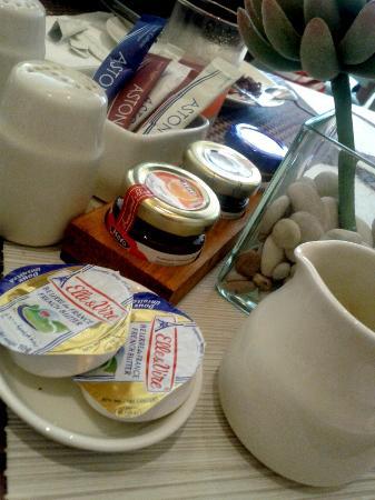 Grand Aston Yogyakarta: Well thought breakfast.