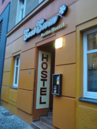 EastSeven Berlin Hostel: Entrance
