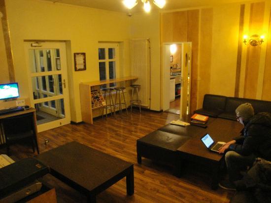 EastSeven Berlin Hostel: Common room