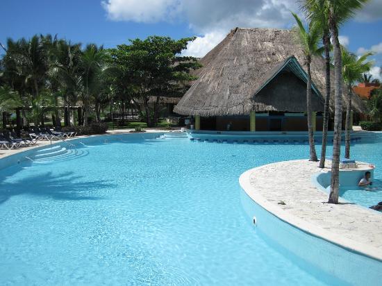 Barcelo Maya Colonial: piscine du Beach