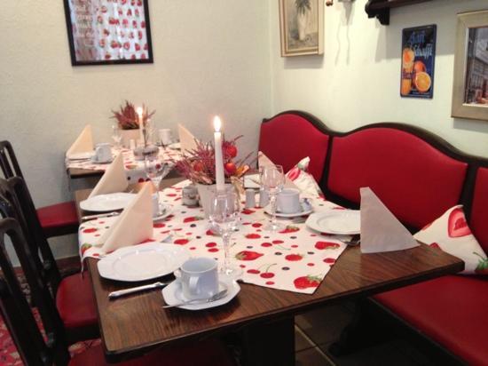 Hotel Granus: breakfast table on a regular Monday