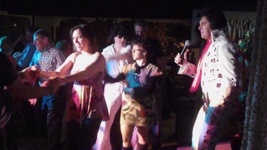 Wayside Cheer Hotel: Elvis Show