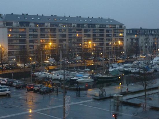 Hotel L'Univers : vue de la chambre 4 etages