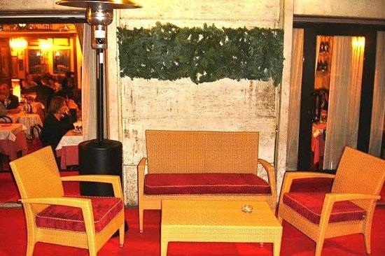 Ristorante Vladimiro : il salottino all'aperto ...tipico della zona... Felliniana di Via Veneto