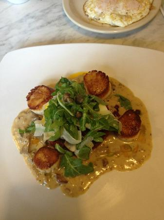 The Blue Door Cafe and Bakery: scallops with hash
