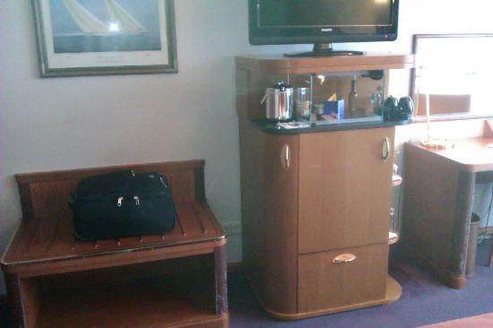 โรงแรมเรดิสัน บลู อัมสเตอร์ดัม: Minibar in deluxe room