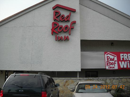 Red Roof Inn Memphis East : you see the place run!!!