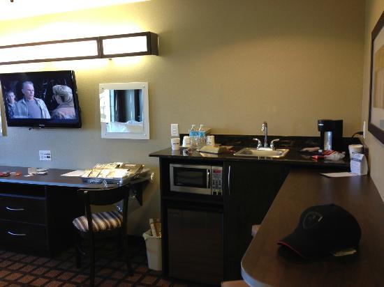 Microtel Inn & Suites by Wyndham Round Rock : Suite view