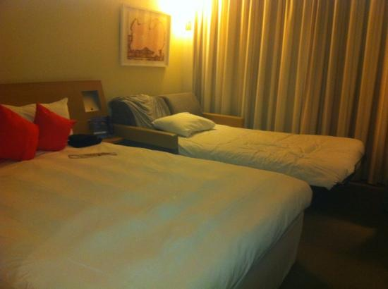 Novotel London Tower Bridge: triple room, comfy beds