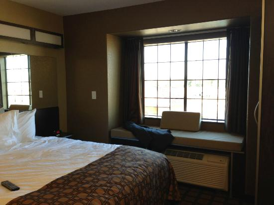 Microtel Inn & Suites by Wyndham Round Rock : Room with view of pool