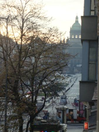 Adria Hotel Prague: Утро ... спящий город