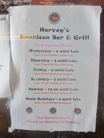 Harveys Bar and Grill: Restaurant wall decoration
