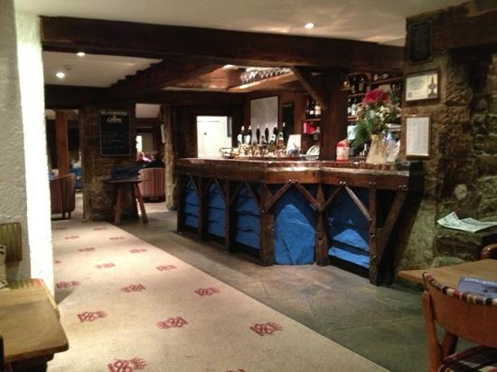 The Devonshire Arms at Beeley: Bar at the Devonshire Arms. 6 excellent real ales 