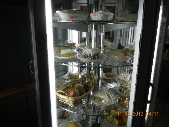 Purple Plum Restaurant: Dessert Case