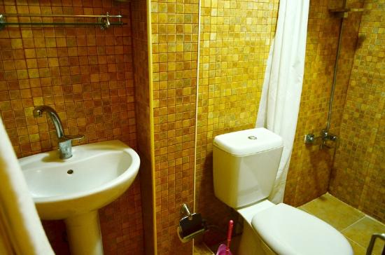 Clean bathroom at Little House Hotel.