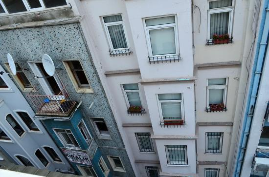 Little House Hotel : View of the building infront of my window.