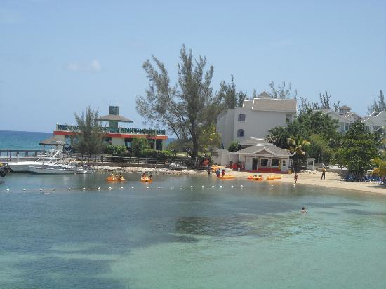 Piper's Cove Resort: View of Decameron Club Carribean from hotel beach