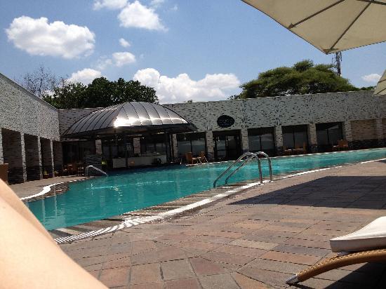 Radisson Blu Hotel Lusaka: Pool area