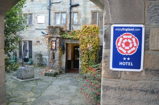 Bagdale Hall Hotel and Restaurant: Friendly entrance