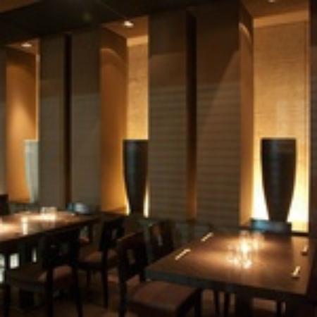 Decoraci n minimalista fotograf a de restaurante zenart for Decoracion de pared para restaurante