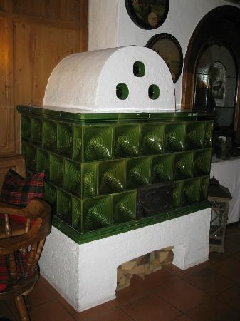 Wirtshaus am See: Wood burning stove