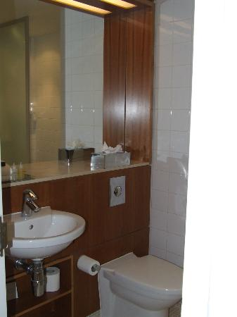 Apex City of Edinburgh Hotel: bathroom (view 1)