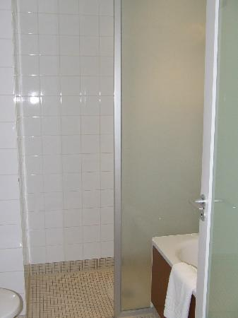 Apex City of Edinburgh Hotel: Bathroom (view 2)