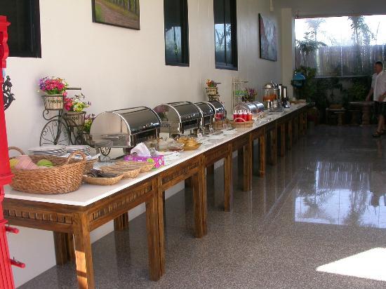 Smile Hua - Hin Resort: buffet breakfast 