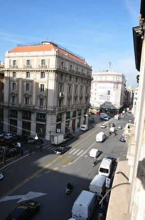 Fellini Inn Rome: View from 306 looking right toward Spanish Steps (tunnel is to the left)