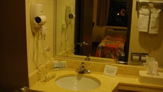 Sleep Inn Brooklyn: salle de bain chambre 415