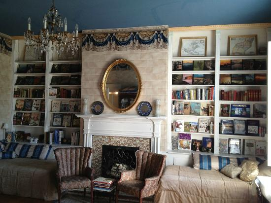 Bashford Manor Bed and Breakfast: Jane Austen Library Suite
