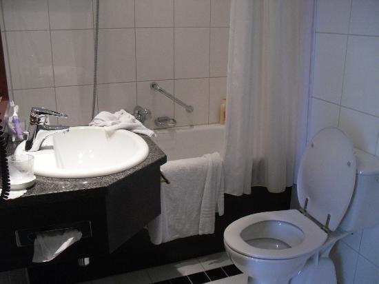 Bilderberg Parkhotel: Banheiro