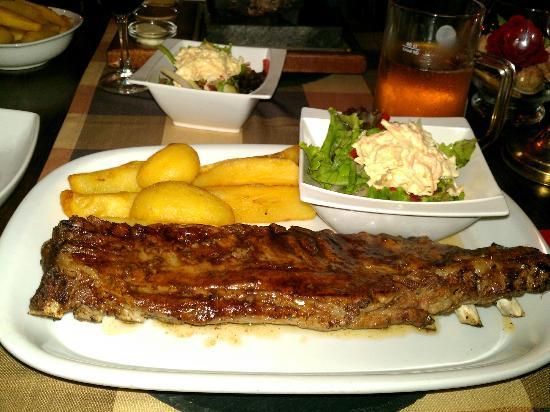 Big Reds Steakhouse: Medium Ribs